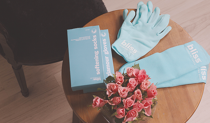 slid-Bliss--Glamour-Gloves-
