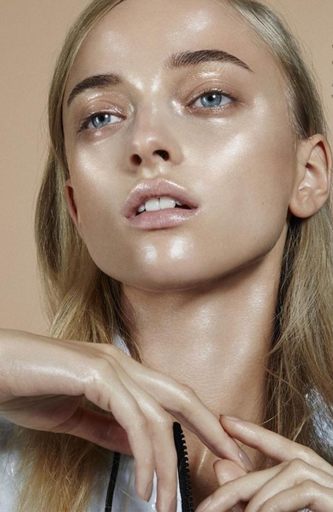 نسخة strobing-makeup