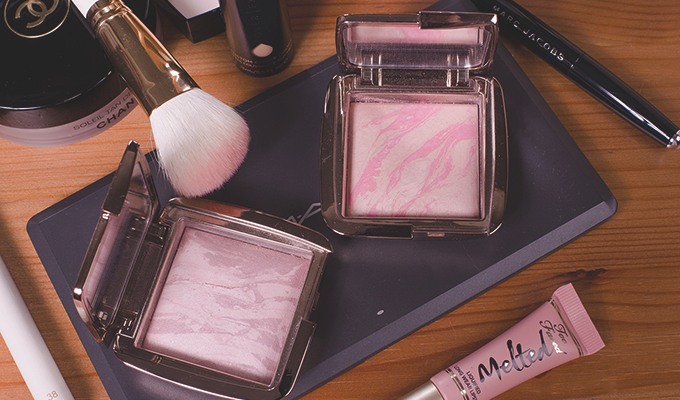 slid-Hourglass-CosmeticsAmbient-Lighting-Blush