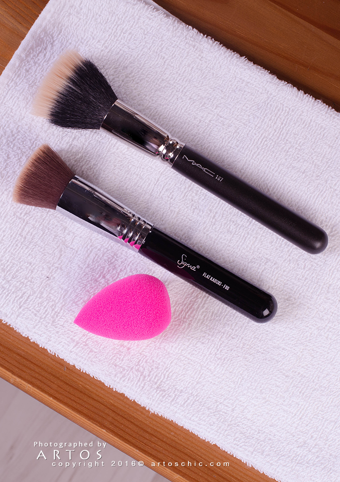 Flawless-Makeup-Tips-brush